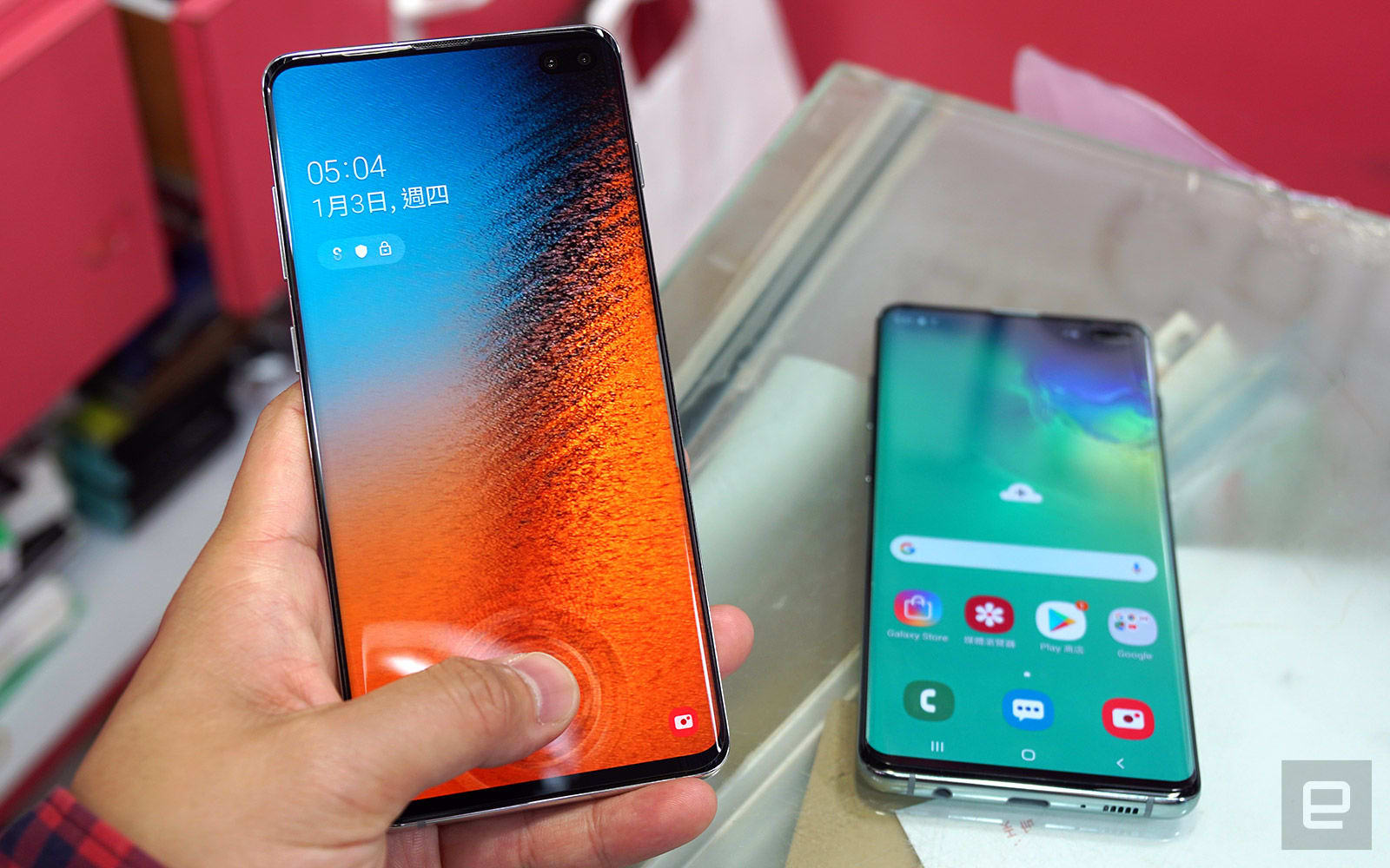 Samsung Galaxy S10 with UV screen protector