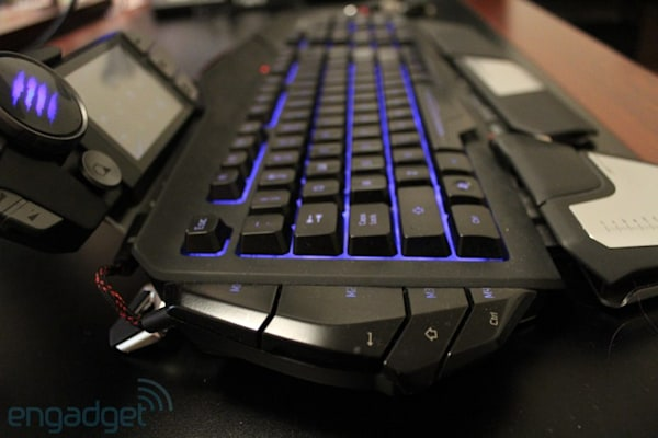 Mad Catz S T R I K E  7 review: a more modular keyboard for the