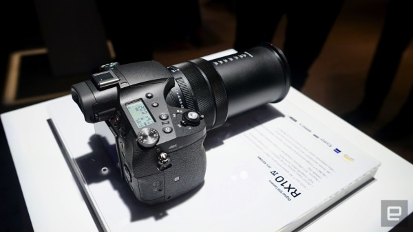 A first look at Sony's super-fast RX10 IV zoom camera