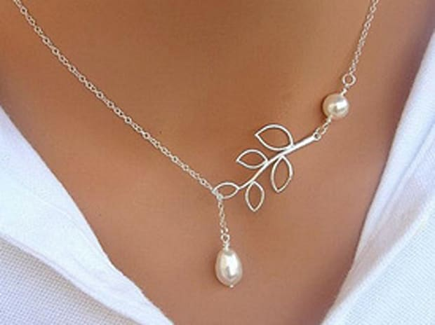 Pearl Drop & Leaf Lariat Style Necklace
