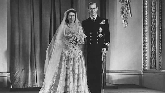 Queen\'s 70-year-old wedding dress is still fresh and timeless says ...