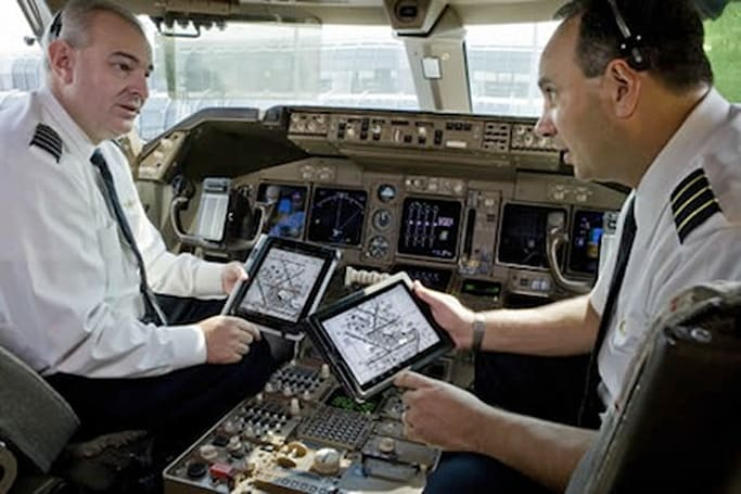 Apple hires United Continental CFO as VP of Sales (after airline replaces paper manuals with iPads)