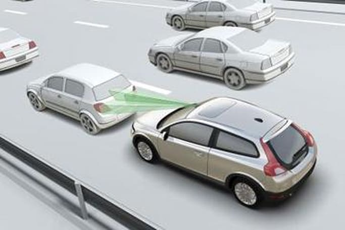 "Volvo's ""City Safety"" detects collisions, can steer out of the way"