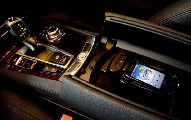 Korean BMW 7-series now features wireless charger for Samsung T*Omnia