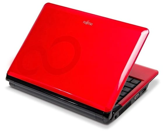 "Fujitsu's vibrant M2010 netbook gets reviewed: ""too little, too late"""