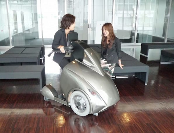 "Japanese researchers debut wheelchair-replacing RODEM ""universal vehicle"""