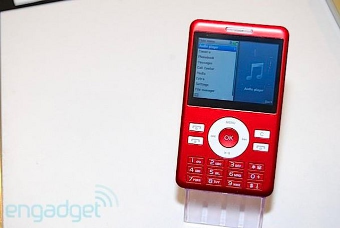 Keepin' it real fake: iPod classic phone reminds us why we prefer touchscreens