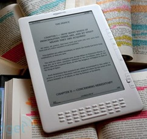 Kindle version 2.5 update gets Facebooked and Twitterized