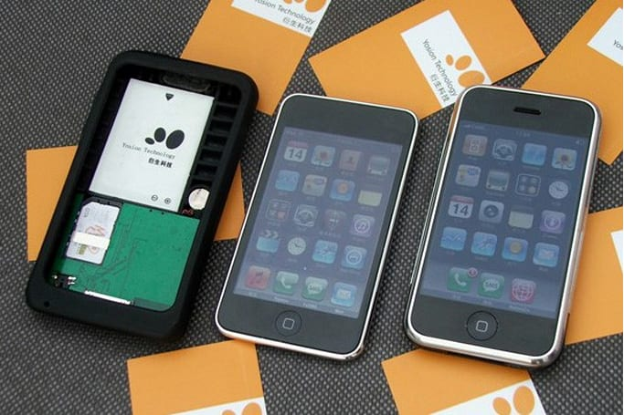 iPod touch becomes iPhone using Yosion's Apple Peel 520?