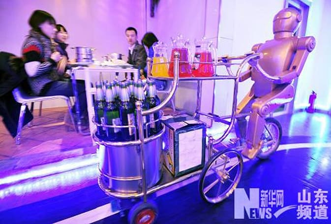 Chinese hotpot restaurant gets robot waiters, may soon be serving droids as well (video)