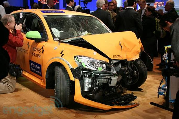 Volvo crashes C30 EV so you don't have to, doesn't spill a drop of battery juice (video)