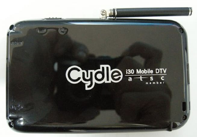 Cydle i30 cradle delivers digital TV to your iPhone, finally lands at FCC