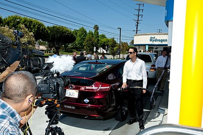 Shell opens America's first pipelined hydrogen-fueling station in Southern California