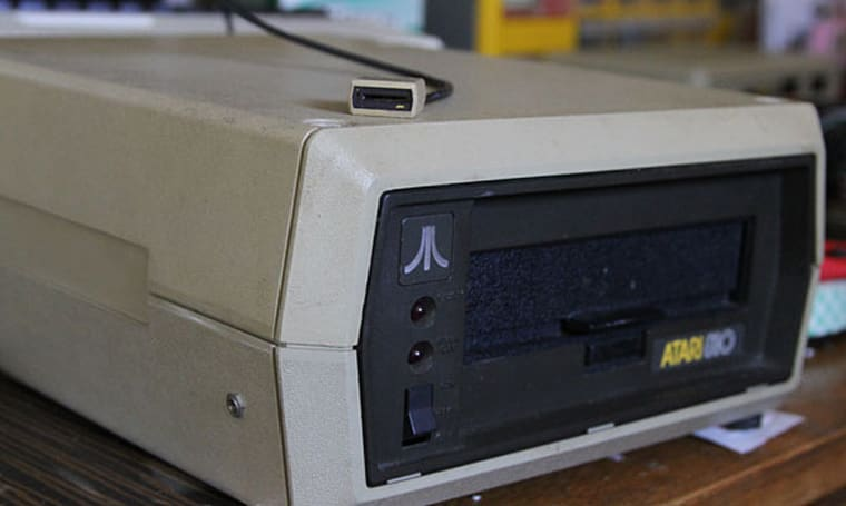 Modder miniaturizes 5.25-inch disk drive, brings microSD support to Atari 400