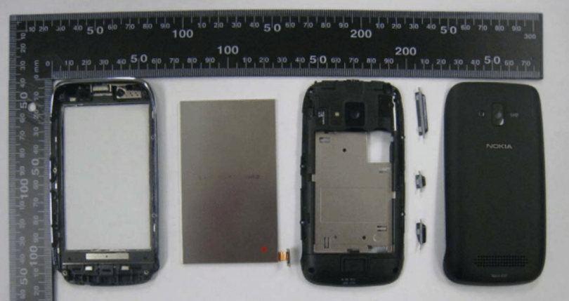 Nokia Lumia 610 pours out its insides to the FCC, gets accepted
