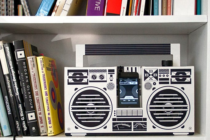 Insert Coin: Berlin Boombox recyclable cardboard stereo (video)