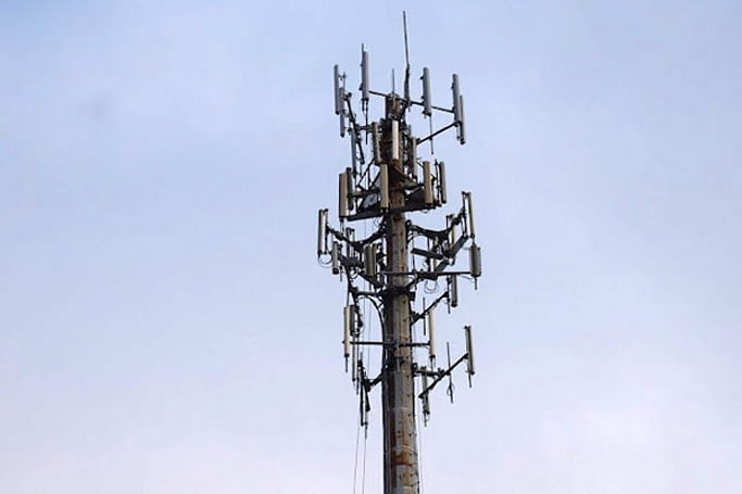 AT&T strikes a deal with Sirius XM to make 2.3GHz LTE a reality, pitches it to the FCC