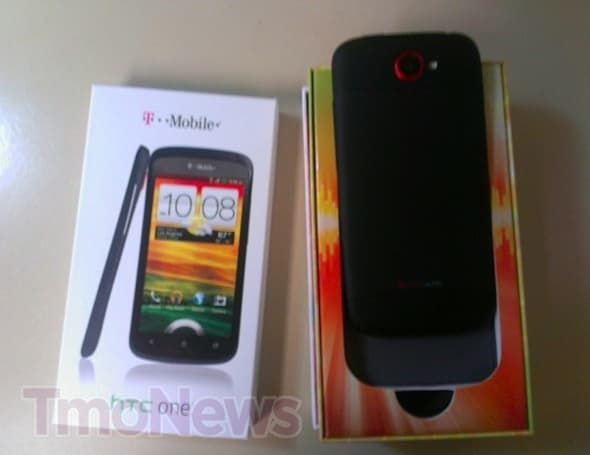 T-Mobile USA gives black HTC One S to hard-working staff, leaves other Americans turning green