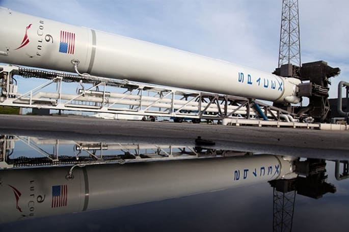 SpaceX to start International Space Station cargo runs on October 7th, kick off routine private spaceflight