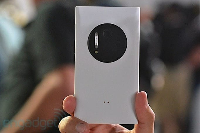 Nokia Lumia 1020 hands-on (update: video and camera grip impressions)