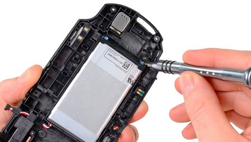 PlayStation Vita torn down, deemed easily repairable due to modular design