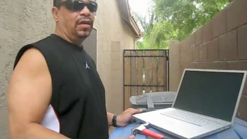 Ice-T repairs a Mac, his way