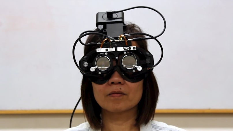 Researchers create eye-tracking glasses that auto-focus where you look