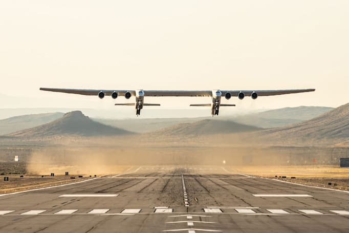 Stratolaunch completes the first flight of the world's largest airplane