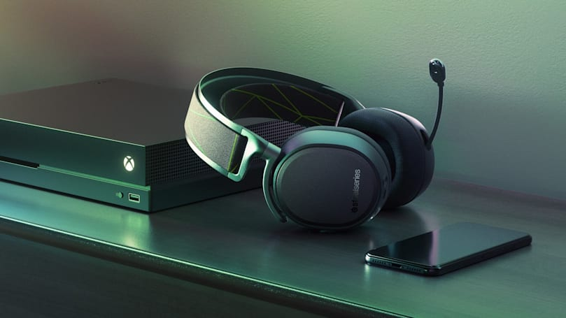 Xbox One gets premium wireless headphones from SteelSeries