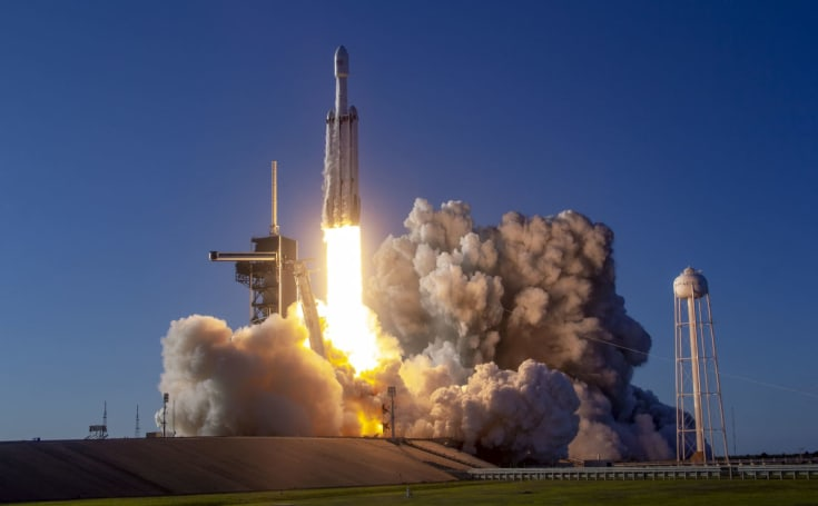 SpaceX loses Falcon Heavy's center booster to the sea