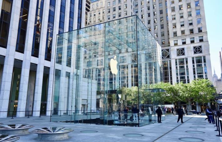 Inside Apple's redesigned 'cube' store in New York City