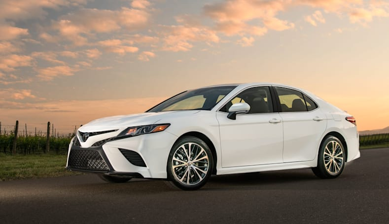 Toyota brings Alexa and CarPlay to 2018 Camry and Sienna