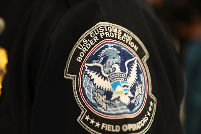 US customs faces lawsuit over copied iPhone data
