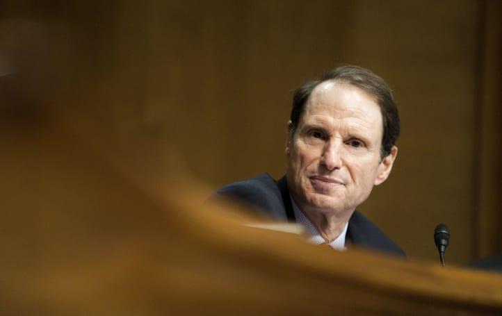 Senator asks FCC if Stingrays can interfere with 911 calls