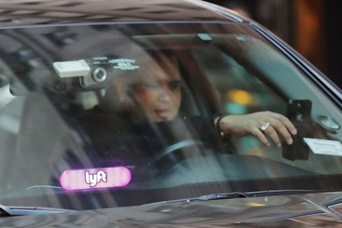 Lyft adds in-app 911 and prominent license plates to its safety tools