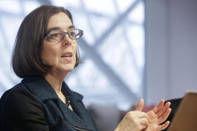 Oregon governor signs net neutrality bill into law