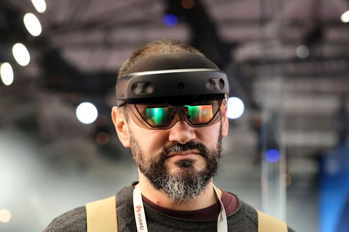 HoloLens 2 Development Edition comes with free Unity software trials