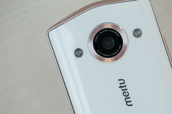 Xiaomi takes over Meitu's struggling selfie-focused phone business