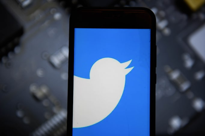 Twitter temporarily disables tweeting via SMS after account hijacks