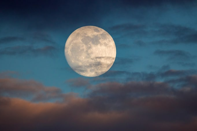 NASA models suggest the Moon was born from Earth materials
