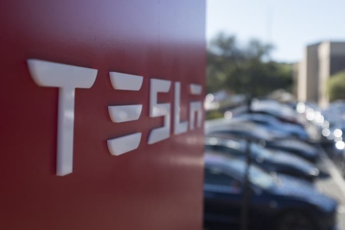 Tesla reportedly blocks access to social network for work complaints