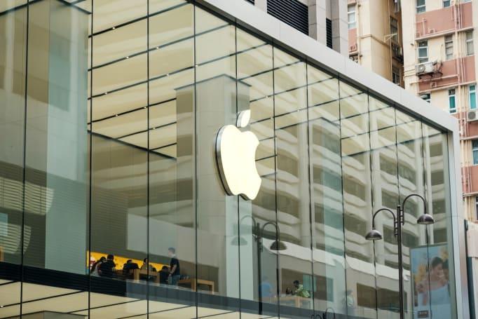 Apple recalls older three-prong AC power adapters