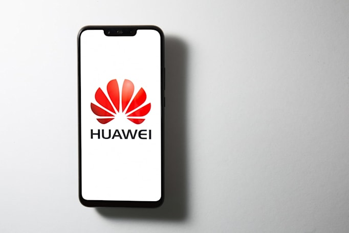 Huawei's lock screens unexpectedly turn into advertisements