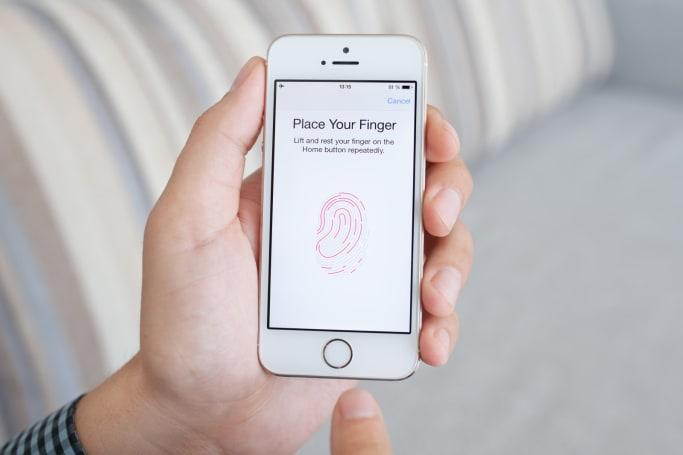Apple offered to help FBI unlock Texas shooter's phone