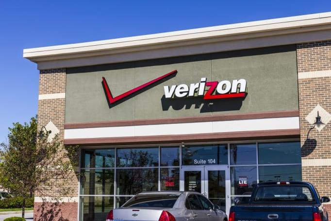 Verizon will begin locking phones to deter thieves
