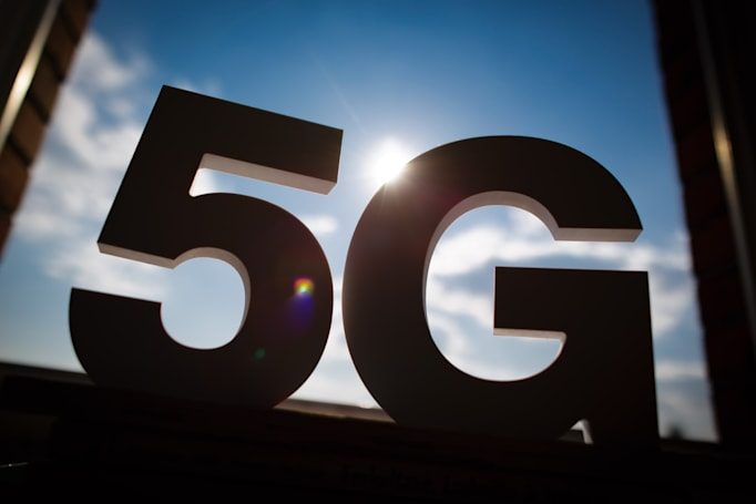FCC announces 5G airwave auction and $20 billion rural broadband fund