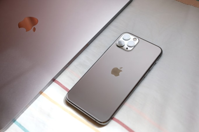 Rian Johnson: Apple won't let movie villains use iPhones on camera