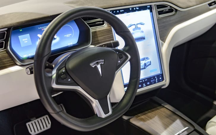 Driver in fatal Tesla crash had reported problems with Autopilot