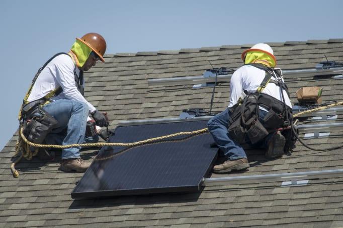 加州通过建筑法规,要求所有新房子都要加装太阳能板