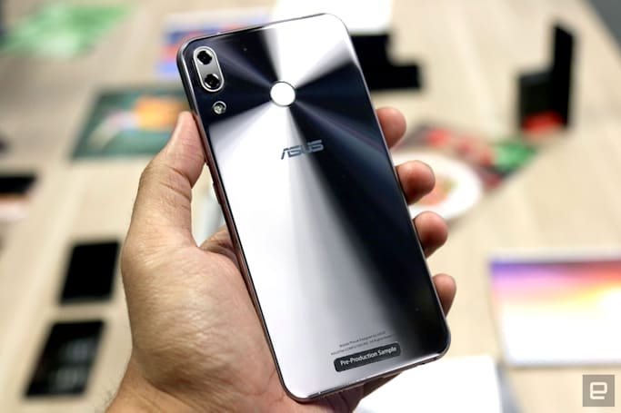 ASUS' Zenfone 5Z flagship looks the same as its mid-range cousin